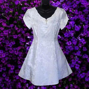 Vtg GUNNE SAX White Brocade Embellished Short Gown